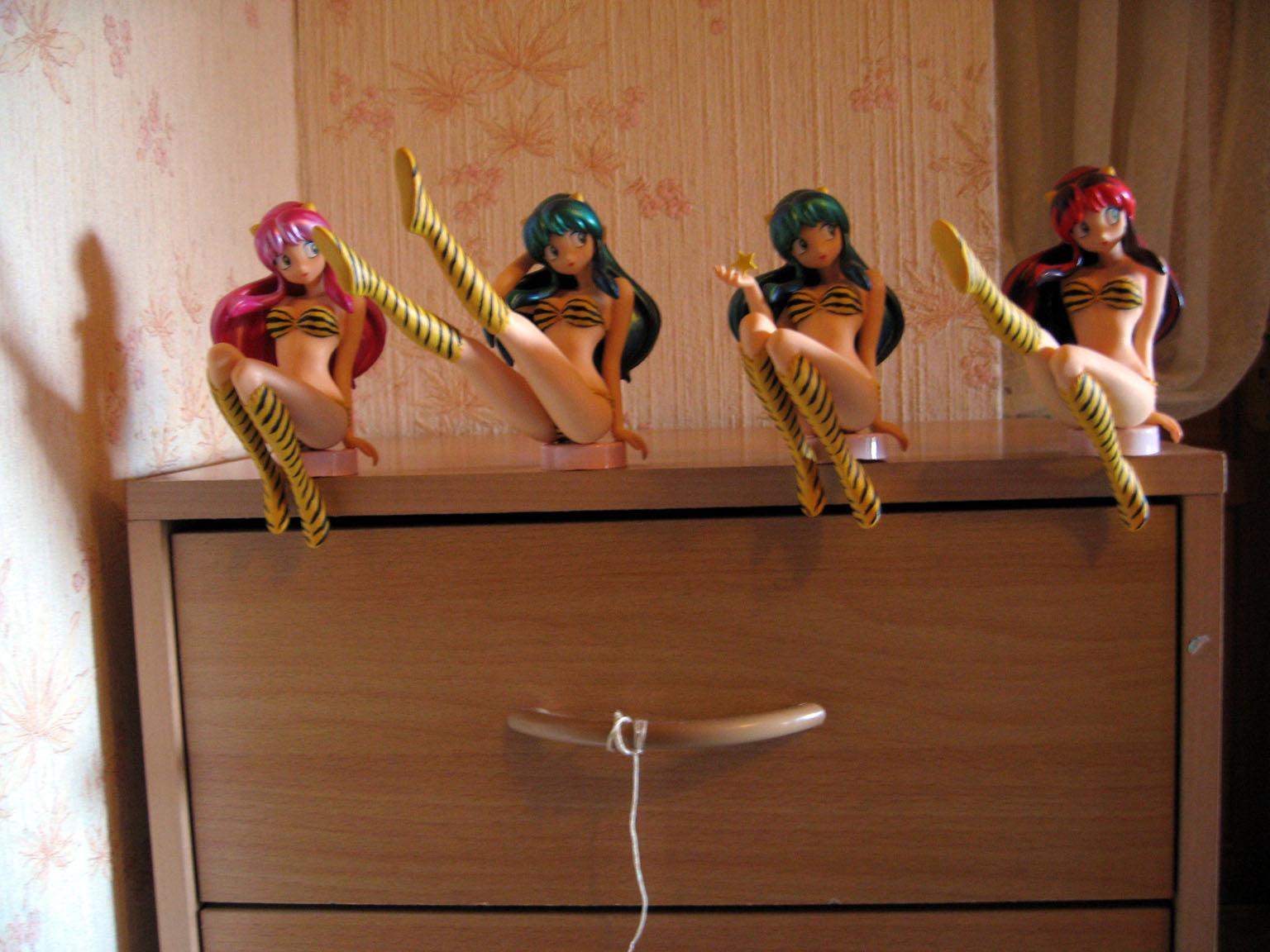 green_hair sitting bikini horns star long_hair pink_hair red_hair tiger_striped urusei_yatsura kaiyodo bome knee_boots bottle_cap lum_invader