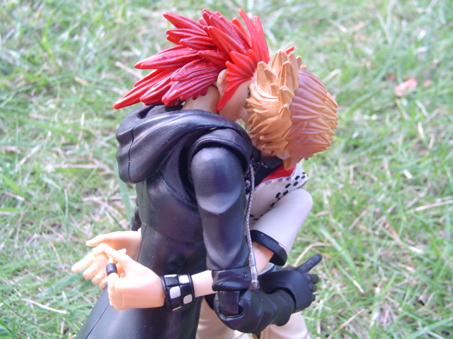 kotobukiya square_enix play_arts roxas kingdom_hearts_ii axel