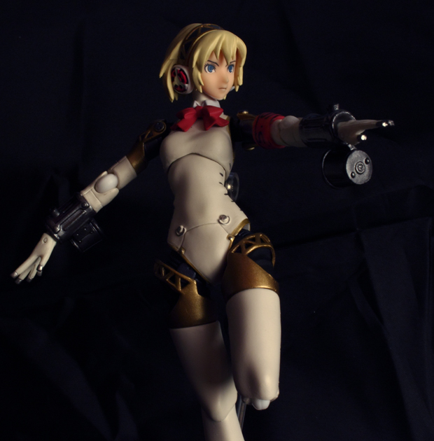 figma android blond_hair short_hair persona good_smile_company aegis ps3 dark_background armed