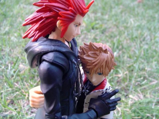 kotobukiya square_enix play_arts roxas kingdom_hearts_ii axel