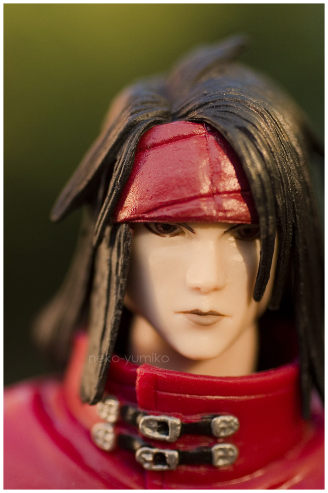 final_fantasy bandana kotobukiya square_enix play_arts black_hair male red_cape vincent_valentine final_fantasy_vii:_advent_children