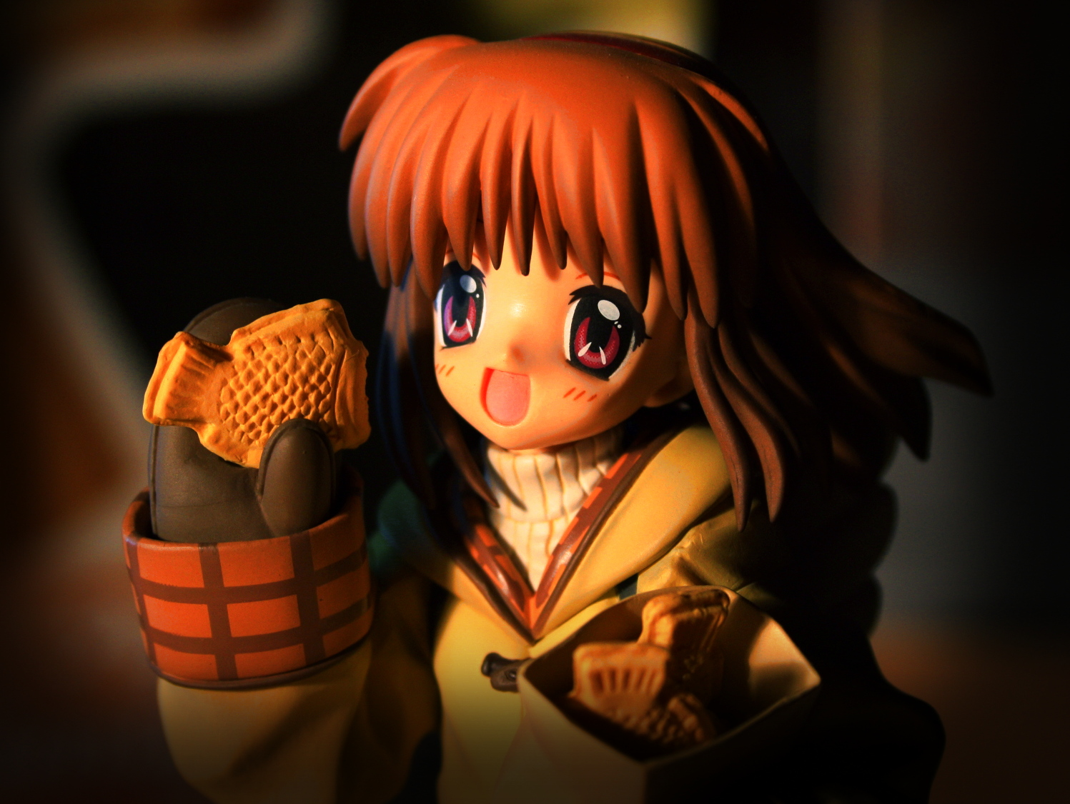 red_eyes mittens taiyaki key smiling kotobukiya brown_hair short_hair kanon tsukimiya_ayu visual_art's takaku_&_takeji