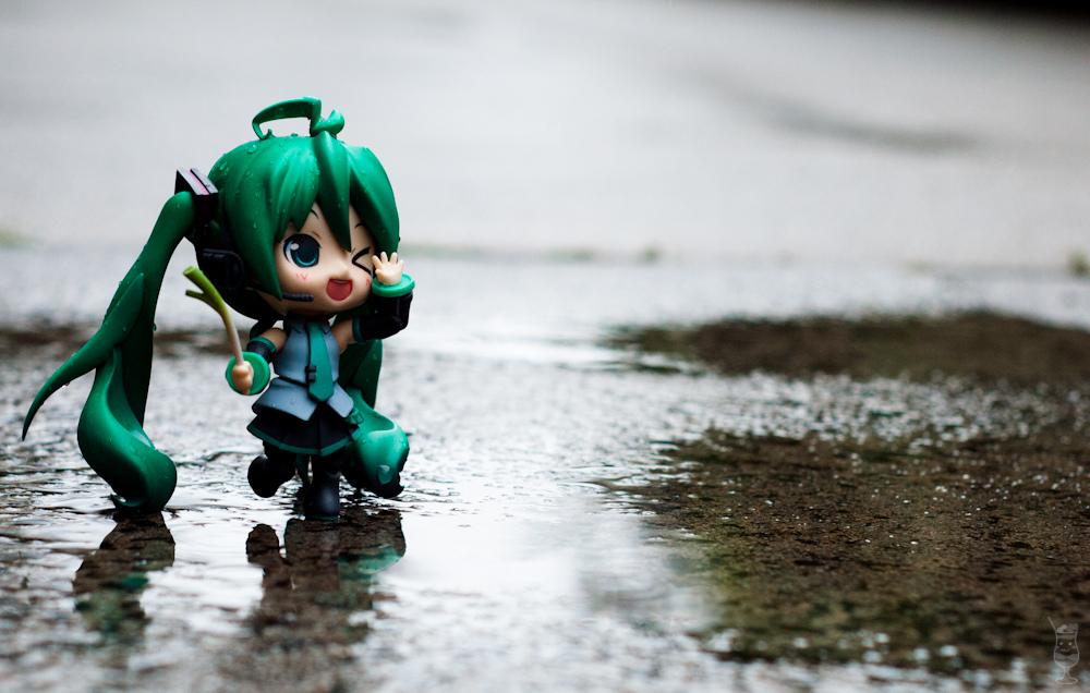 zettai_ryouiki vocaloid twintails leek short_skirt nendoroid green_eyes hatsune_miku good_smile_company rain hmo full_action_nendoroid hatsune_miku_orchestra oda_tsuyoshi takano_meishi kuu
