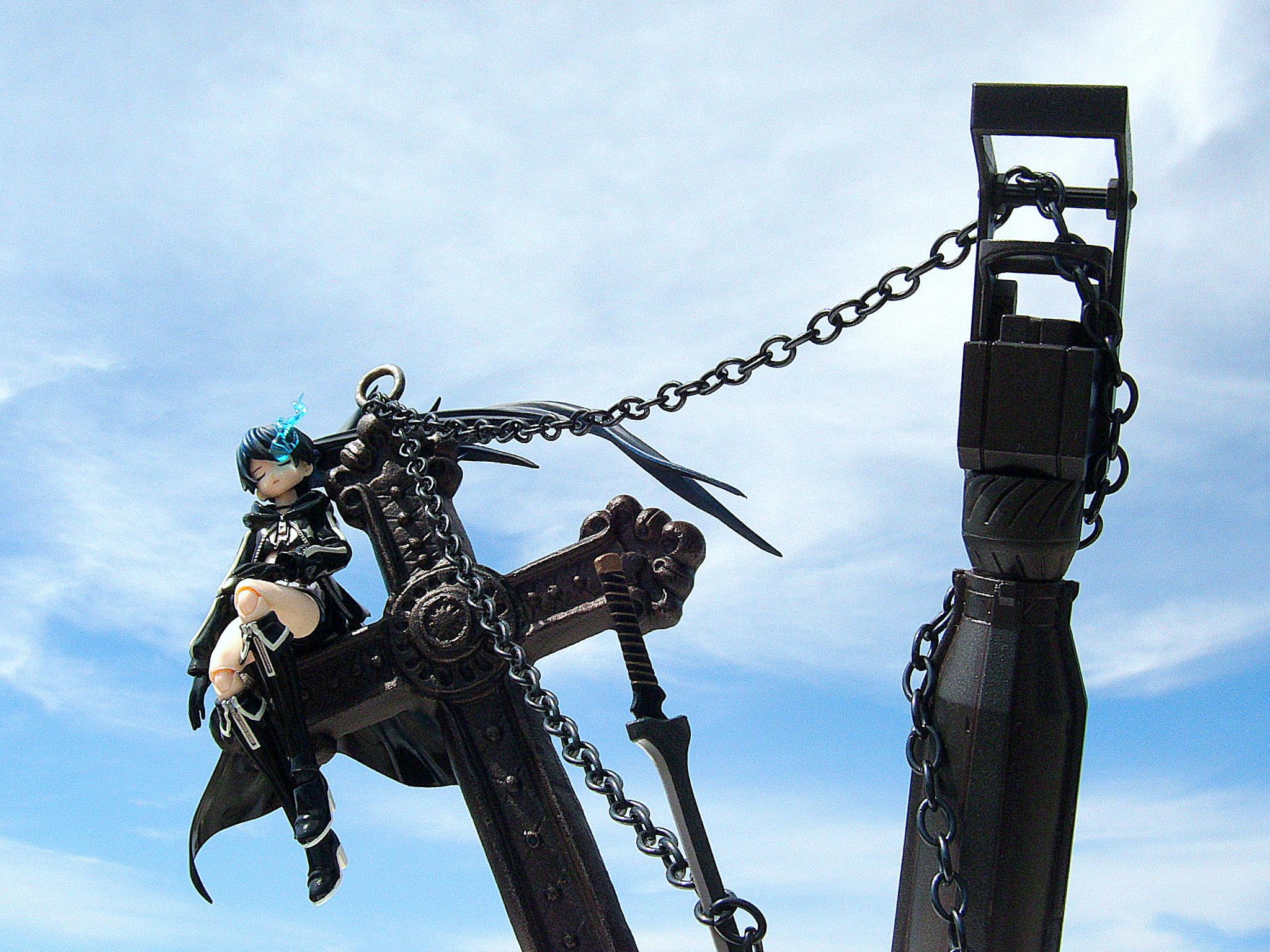 figma cross chains black_clothes black_hair sky black_★_rock_shooter