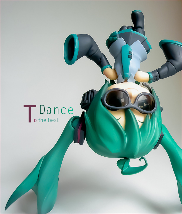 green_hair vocaloid sunglasses green super_deformed breakdancing nendoroid green_eyes kawaii hatsune_miku good_smile_company photoshop smiling_face lightroom full_action_nendoroid hatsune_miku_orchestra oda_tsuyoshi takano_meishi kuu