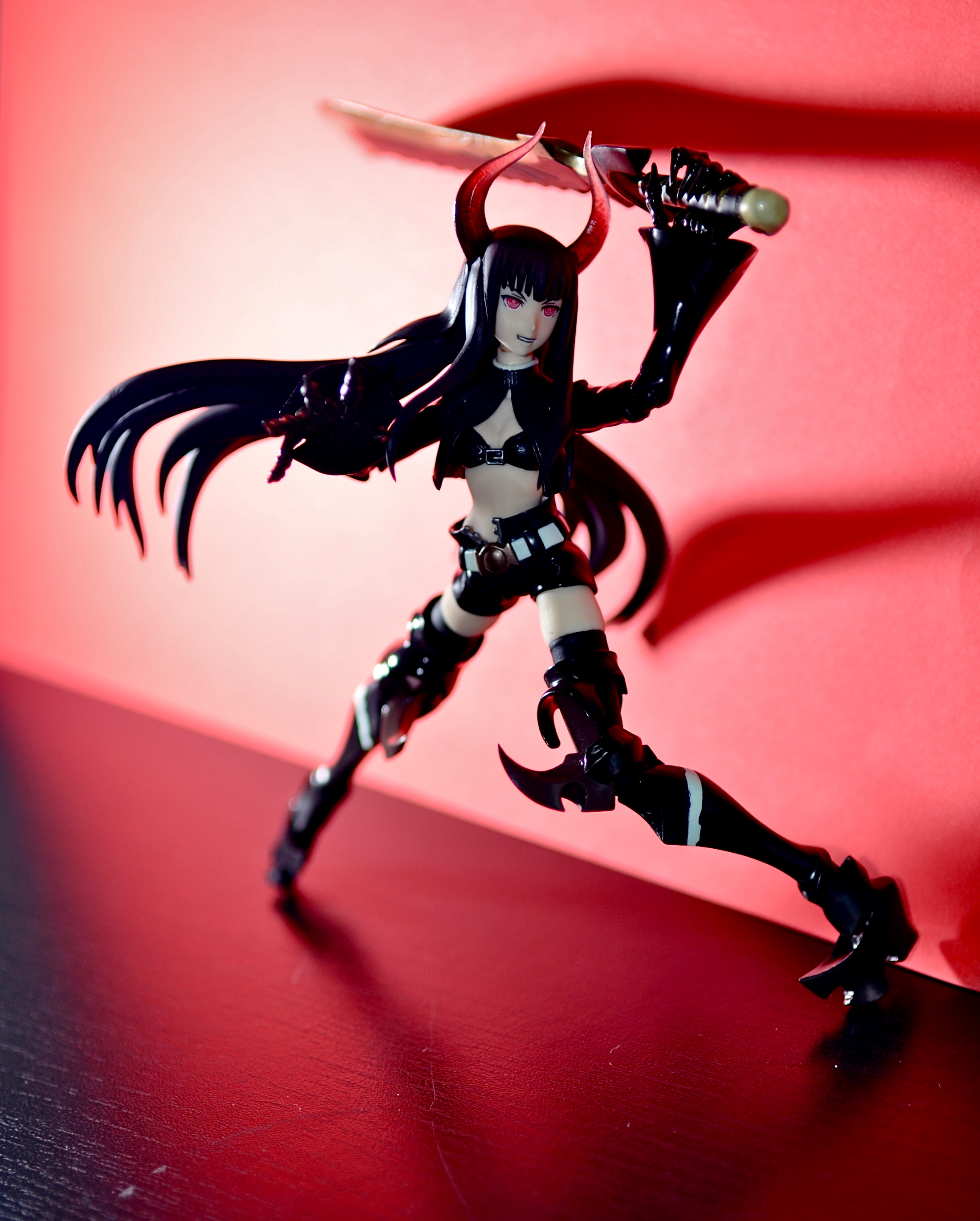 figma max_factory black_★_rock_shooter black_★_gold_saw