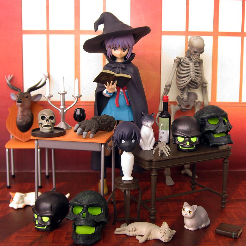 cat figma chair witch revoltech skull halloween skeleton table kaiyodo max_factory nagato_yuki suzumiya_haruhi_no_yuuutsu candle jason_and_the_argonauts asai_(apsy)_masaki revoltech_sfx columbia_pictures