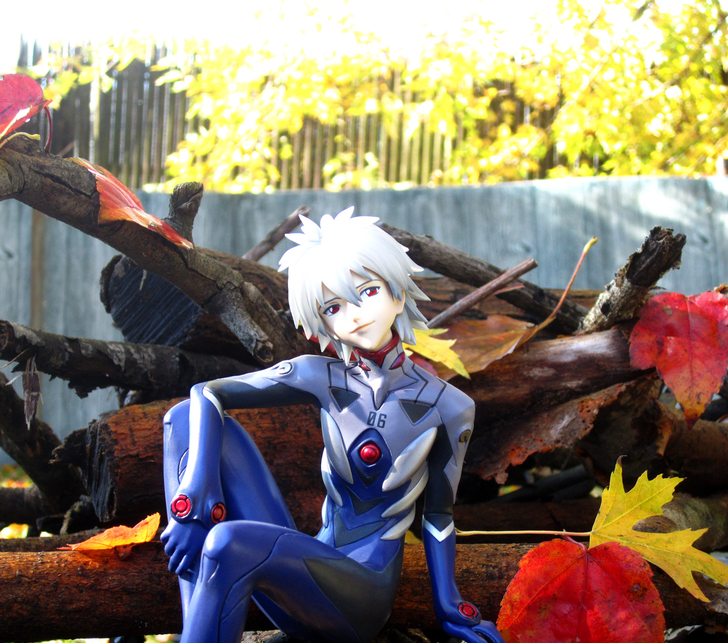 red_eyes clear_hair plugsuit silver_hair kotobukiya leaves autumn evangelion_shin_gekijouban shirahige_tsukuru nagisa_kaworu
