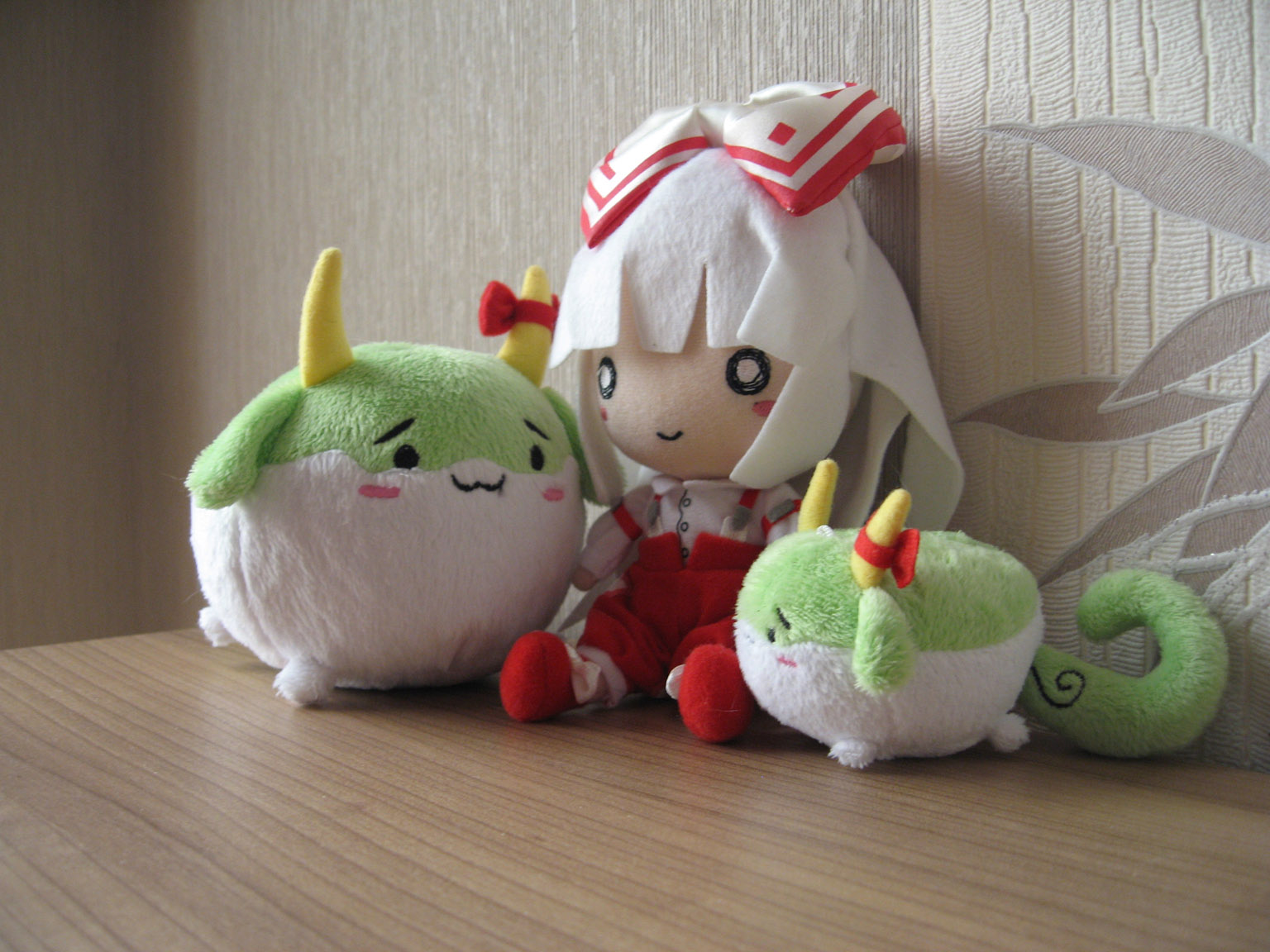 ribbon horns plush touhou_project red_ribbon doujinshi kamishirasawa_keine fujiwara_no_mokou doujin_work sukusuku_hakutaku plush_strap phantasm_screen nuko_de_ppou ooeru funifuni