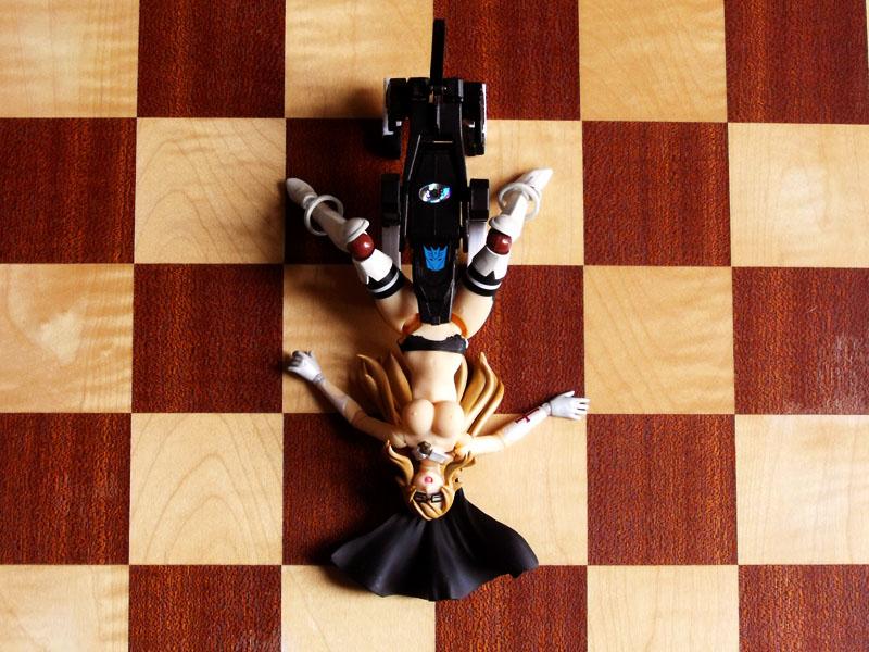 naked revoltech transformers kaiyodo queen's_blade_rebellion miyagawa_takeshi breast siggy lying_on_back licking ravage chessboard