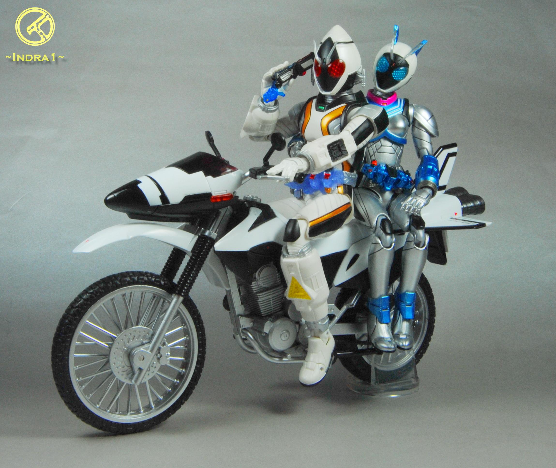 bandai s.h.figuarts kamen_rider_fourze kamen_rider_×_kamen_rider_fourze_&_ooo:_movie_war_mega_max kamen_rider_nadeshiko