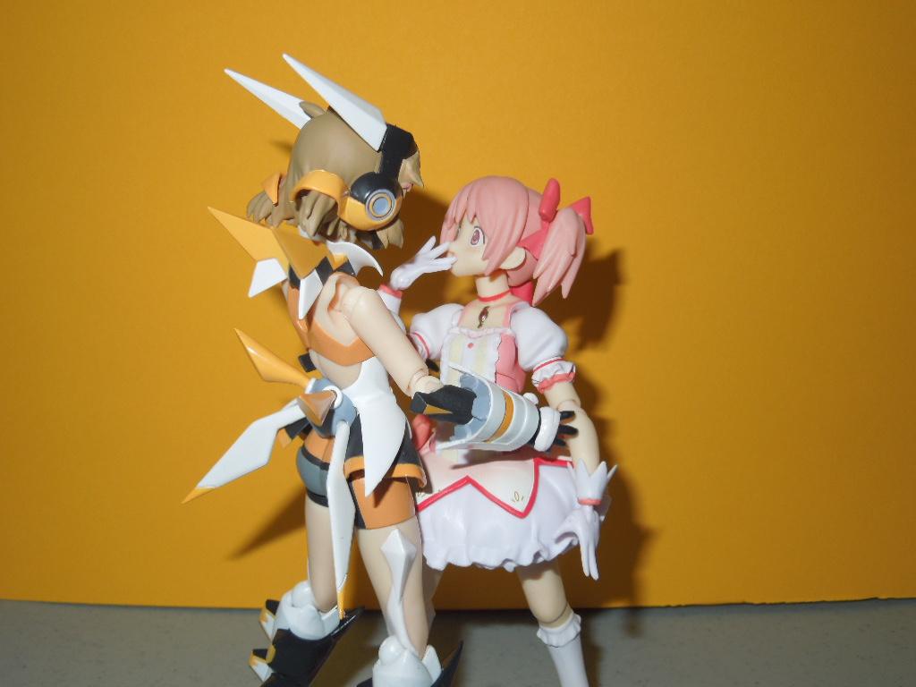 figma max_factory kyuubey asai_(apsy)_masaki mahou_shoujo_madoka★magica kaname_madoka aniplex senki_zesshou_symphogear tachibana_hibiki