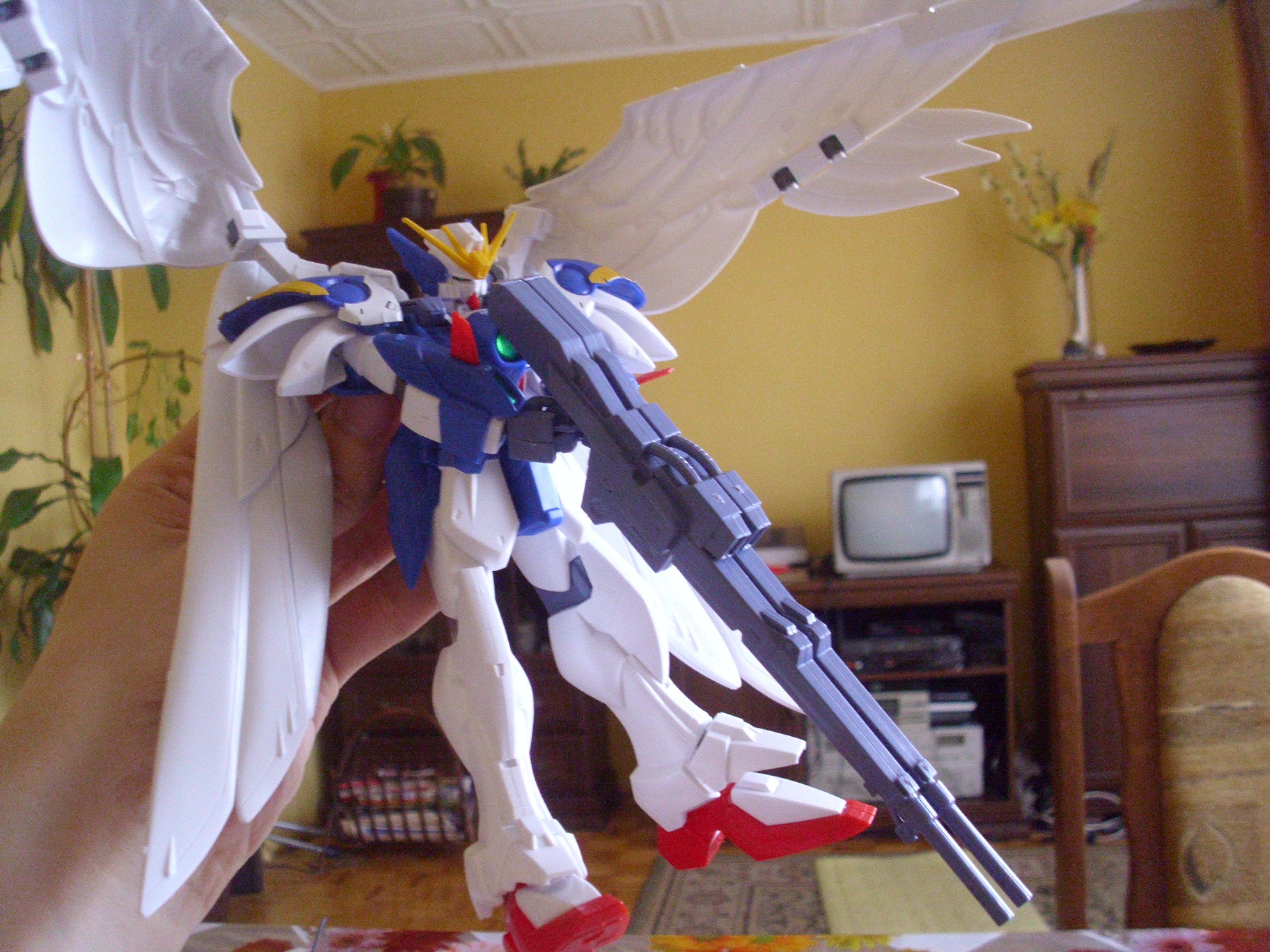bandai hg xxxg-00w0_wing_gundam_zero_custom shin_kidou_senki_gundam_wing_endless_waltz