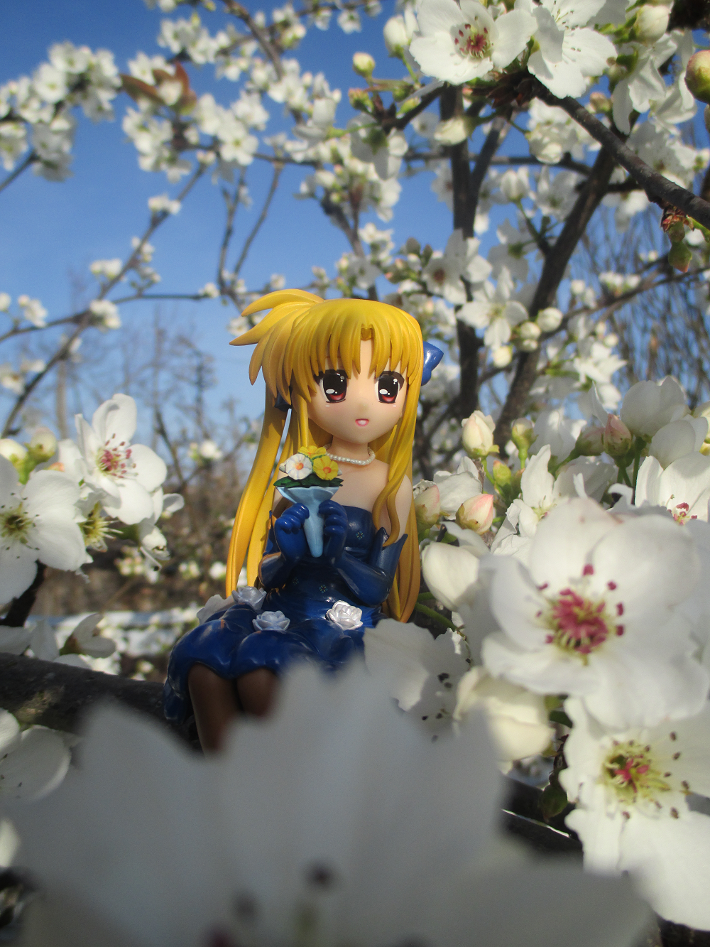 blond_hair ribbon red_eyes dress sitting necklace kotobukiya elbow_gloves tights blue_dress cherry_blossom bouquet blue_gloves sitting_pose long_hair gloves blue_ribbon fate_testarossa cherry_blossoms mahou_shoujo_lyrical_nanoha_the_movie_1st murakami_haruhi hair_ribbons looking_up looking_aside tree_branch brown_tights hair_ribbon white_flowers pearl_necklace yellow_flower