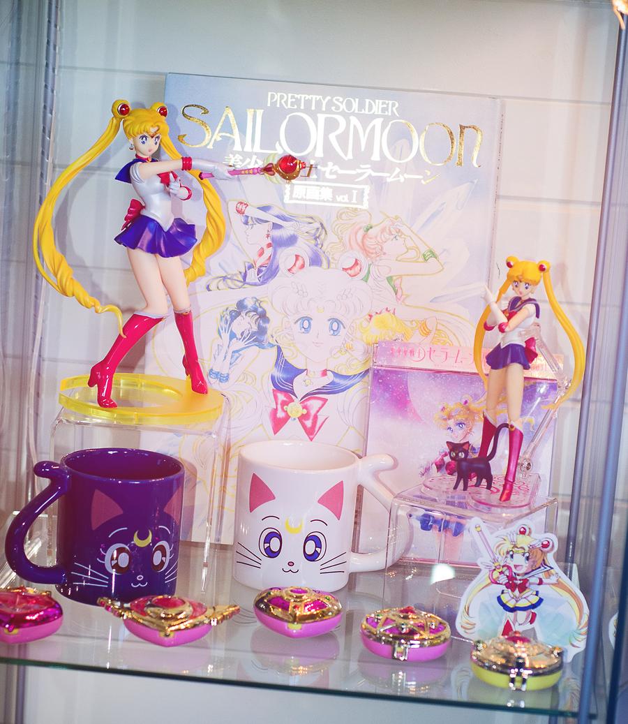 sailor_moon mug volks artemis luna artbook bandai album compact s.h.figuarts bishoujo_senshi_sailor_moon kodansha toei_animation takeuchi_naoko figuarts_zero king_records tommy_heavenly6 momoi_haruko bishoujo_senshi_sailor_moon_r momoiro_clover nakagawa_shouko horie_mitsuko tribute_album yakushimaru_etsuko kawamoto_makoto sailor_moon_20th_anniversary_compact_gashapon goto_mariko_x_abu-chan_(jooubachi) fukuhara_haruka clementine