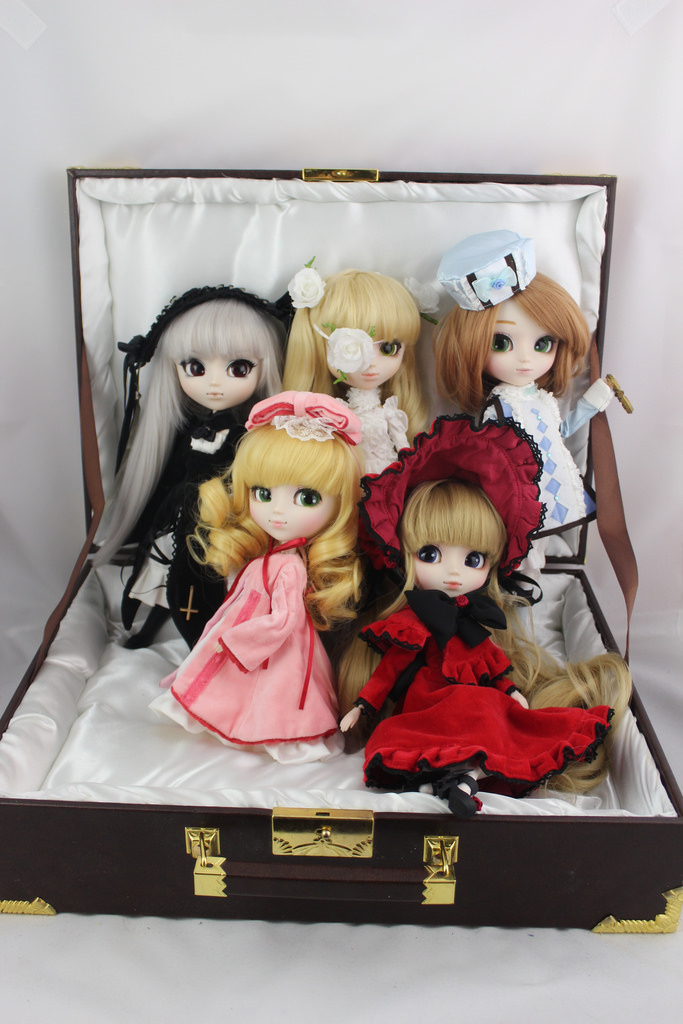 pullip rozen_maiden shinku suigintou hina_ichigo jun_planning display_case shueisha peach-pit groove cheonsang_cheonha rozen_maiden_träumend kirakishou baby_the_stars_shine_bright index_communications alice_and_the_pirates pullip_(line)