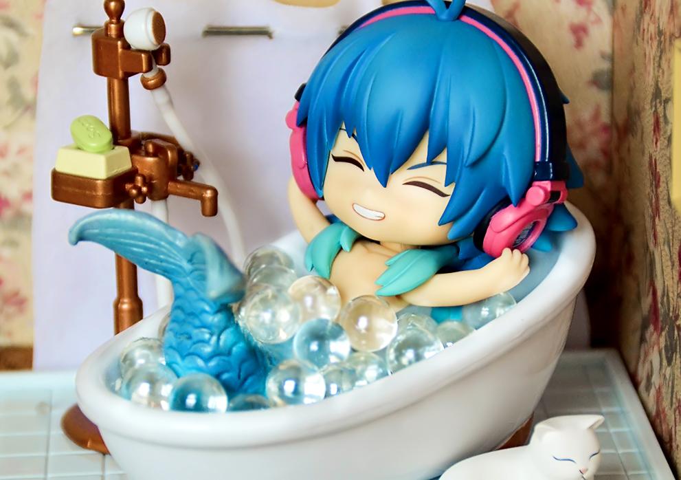 mermaid nendoroid blue_hair custom good_smile_company ren nitroplus nendoron dramatical_murder matsuzawa_yuuta seragaki_aoba bathroom_photograph