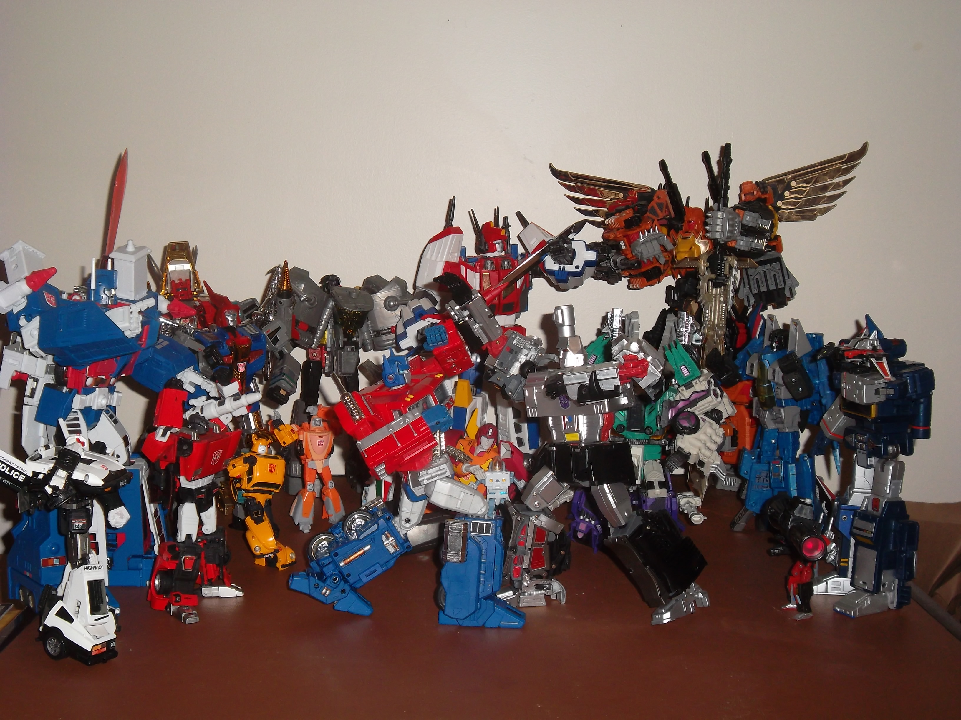 transformers hasbro convoy rumble soundwave takara_tomy grimlock bumble jaguar ultra_magnus rodimus_convoy hot_rodimus prowl lambor wheeljack spike_witwicky star_saber daniel_witwicky transformers:_victory hisashi_yuki the_transformers:_the_movie transformers_2010 floro_dery kobayashi_hironori the_transformers:_masterpiece
