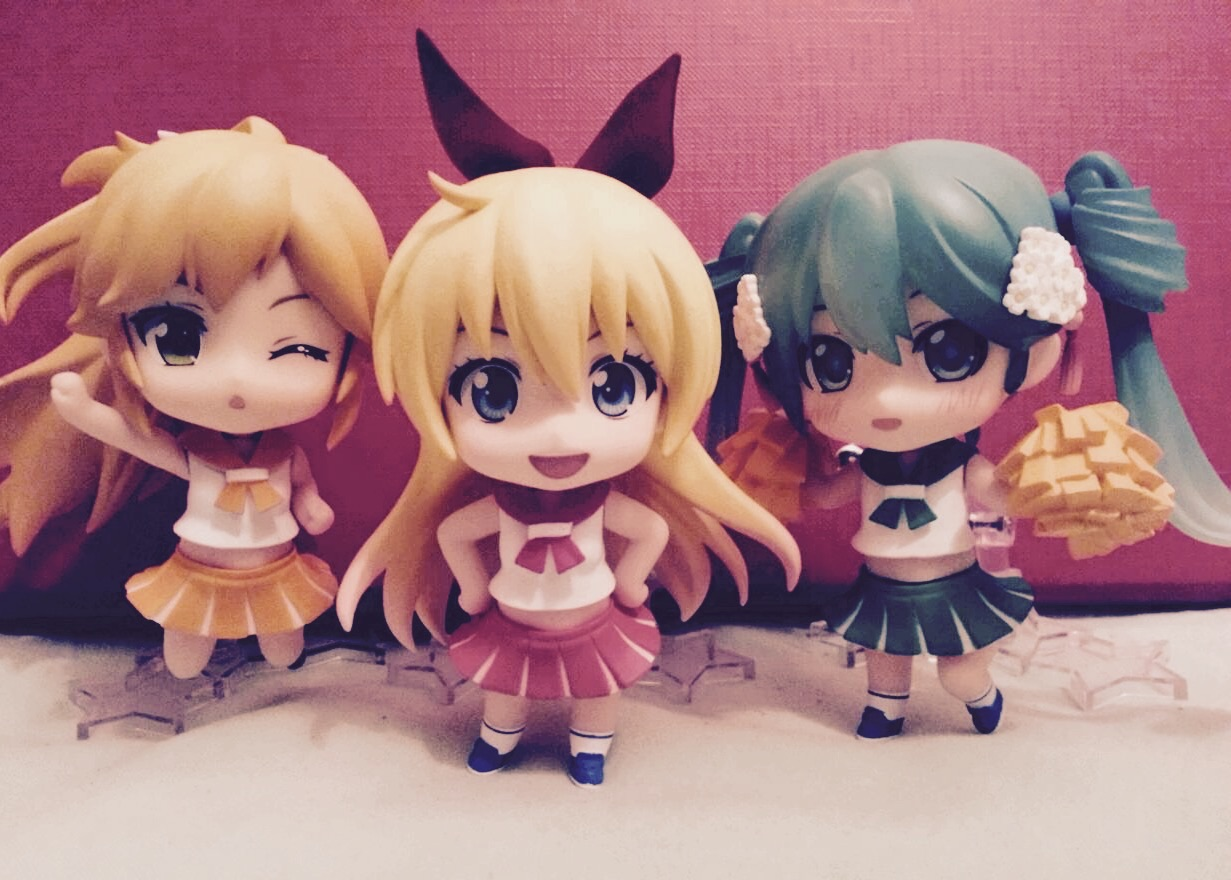 vocaloid nendoroid hatsune_miku good_smile_company sasara shueisha nendoron crypton_future_media aniplex shaft rella shichibee nisekoi komi_naoshi nendoroid_more fantasista_doll nendoroid_more:_kisekae kirisaki_chitoge nd_dog nendoroid_more:_kisekae_cheer_girl taketomo