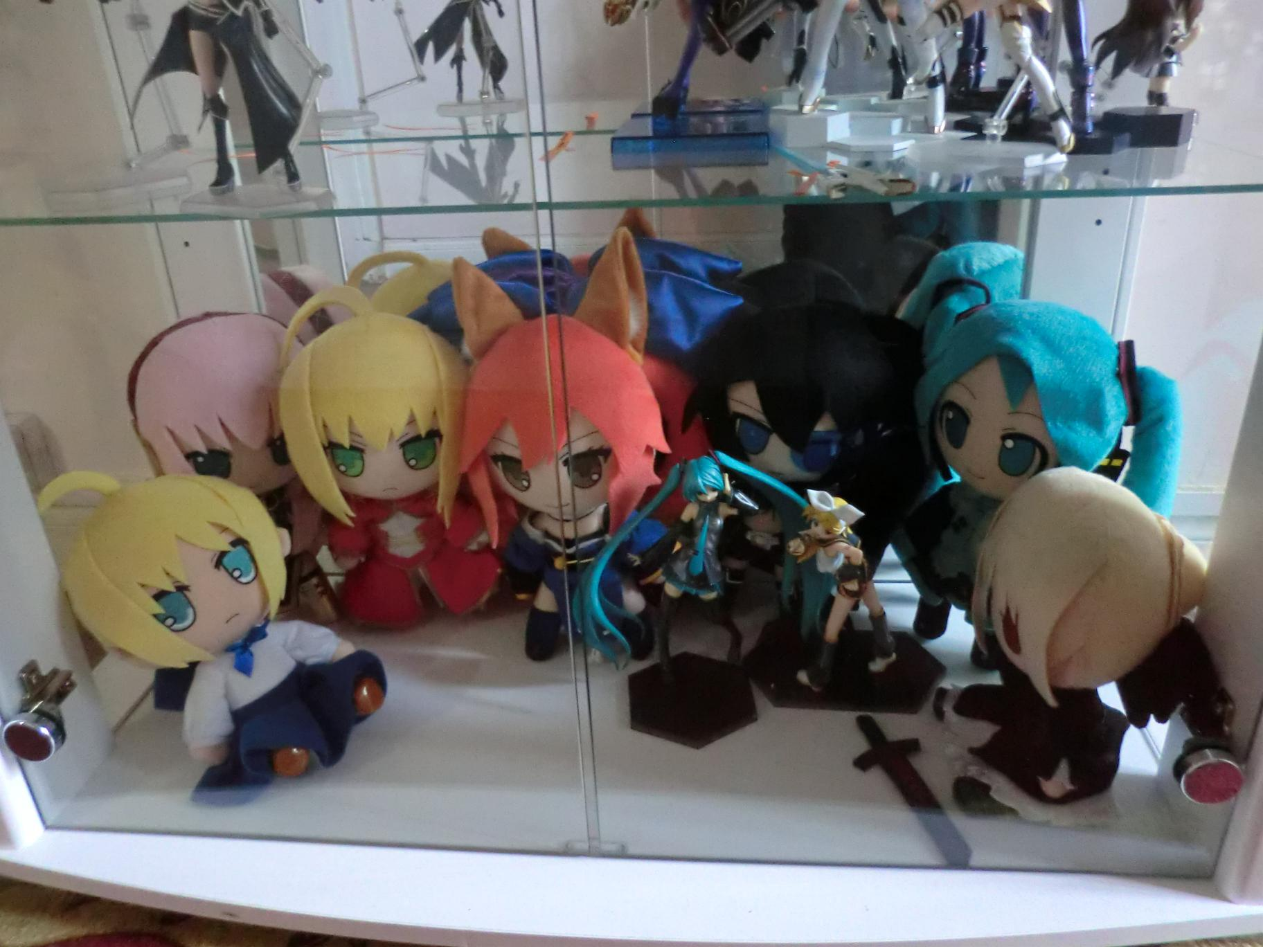 vocaloid gift nendoroid_plus huke megurine_luka saber hatsune_miku type_moon saber_alter fate/stay_night fate/hollow_ataraxia saber_extra black_★_rock_shooter crypton_future_media fate/extra caster_extra b★rs_project