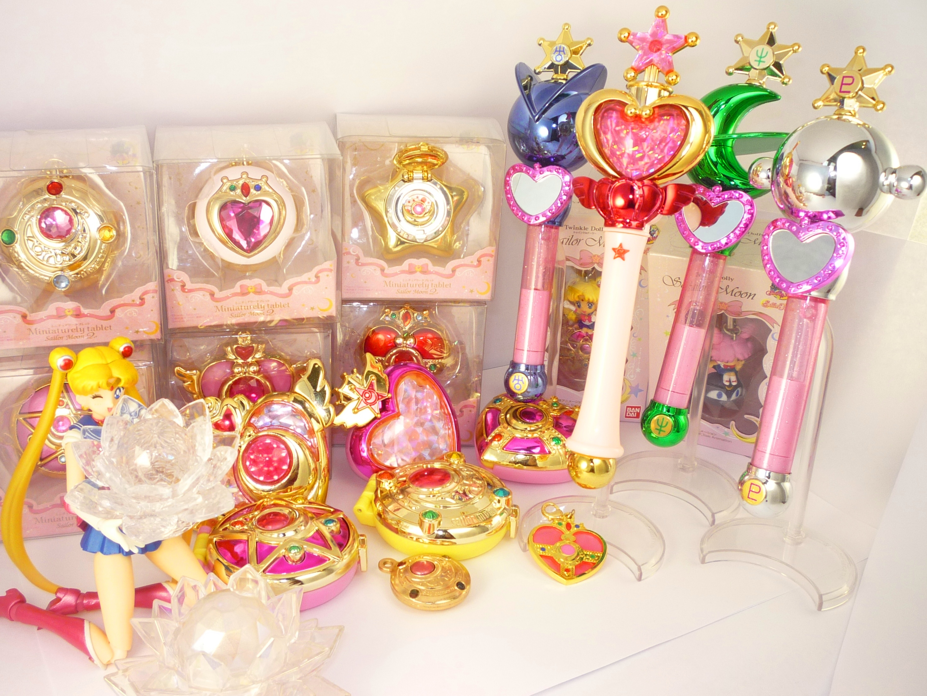 sailor_moon charm luna bandai compact chibiusa s.h.figuarts bishoujo_senshi_sailor_moon toei_animation takeuchi_naoko replica luna-p bishoujo_senshi_sailor_moon_supers candy_toy bishoujo_senshi_sailor_moon_r proplica bishoujo_senshi_sailor_moon_s twinkle_dolly_sailor_moon miniaturely_tablet_sailor_moon miniaturely_tablet_sailor_moon_2 bishoujo_senshi_sailor_moon_henshin_compact_mirror bishoujo_senshi_sailor_moon_stick_&_rod_3 bishoujo_senshi_sailor_moon_die-cast_charm bishoujo_senshi_sailor_moon_stained_charm
